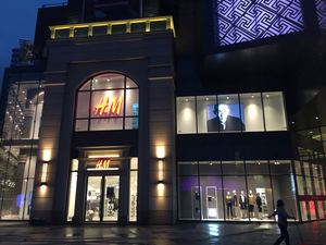 Project:   H&M   Sqm:        1,540-4,000 City:         Beijing  Year:        2011-2016